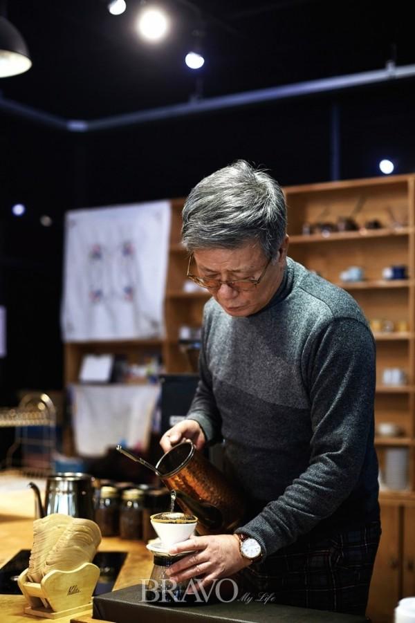 ▲1세대 커피 명인, 여종훈(呂鐘勳·64)(오병돈 프리랜서 obdlife@gmail.com)