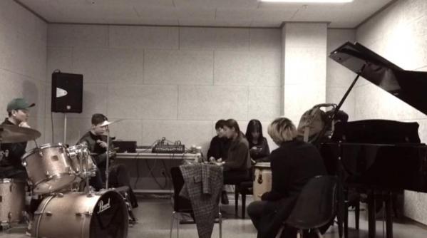 ▲조권이 자신의 SNS에 공개한 졸업 공연 연습 사진(사진=조권 SNS)