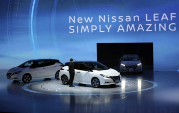 ▲지난해 9월 공개된 닛산의 전기자동차 리프. 닛산은 전기차를 출시하면서도 내연기관을 개선해 이산화탄소 배출량을 줄이겠다고 밝혔다. AP뉴시스
