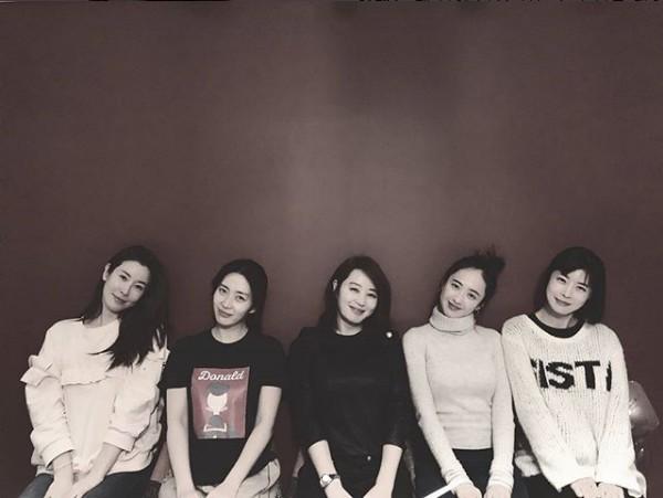 ▲이태란, 송윤아, 김혜수, 김민정, 유선(출처=송윤아SNS)