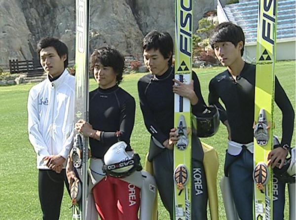 ▲(좌측부터) 최홍철, 최서우, 김현기, 강칠구의 모습(뉴시스)