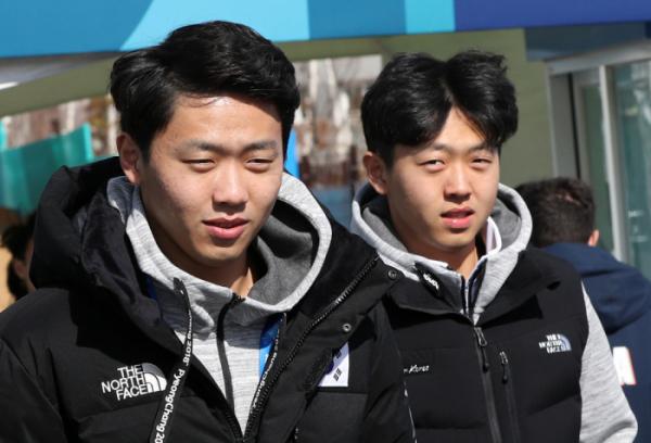 ▲'2018 평창 동계올림픽'에서 컬링 믹스더블에 출전한 이기정(왼쪽)과 남자 대표팀으로 출전한 이기복.(연합뉴스)