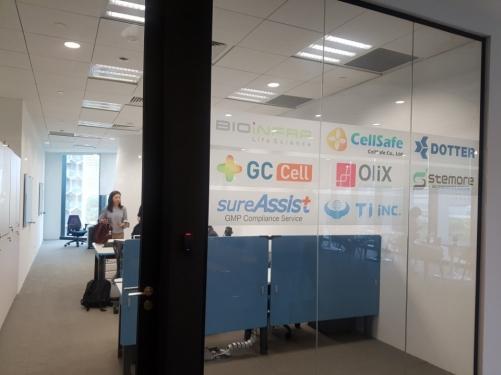 ▲씨엔알헬스케어글로벌이 운영 중인 싱가포르 듀워타워 내 '한국-싱가포르 인큐베이팅센터' 모습 .