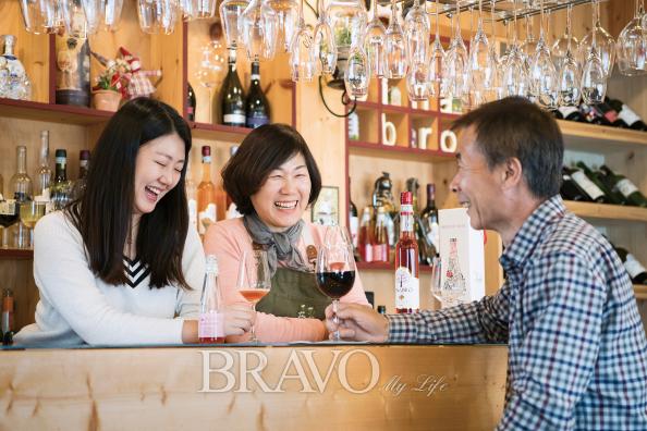 ▲시나브로 와이너리 2층 와인 바에서 단란한 가족의 모습(김수현 player0806@hotmail.com)