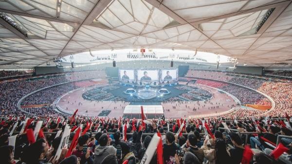 ▲2017 LoL 월드 챔피언십 결승전 현장에는 4만 관중석이 꽉 찼다. 중국 베이징 올림픽 주경기장 전경.(사진제공=라이엇게임즈)