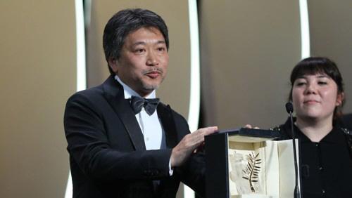 ▲황금종려상 받은 고레에다 히로카즈 감독. (AFP연합)