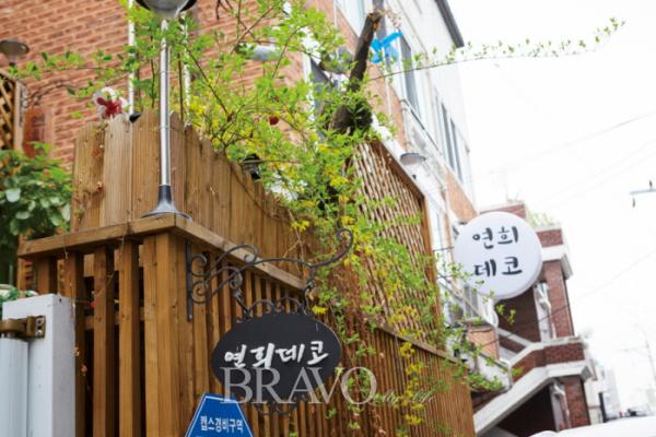 ▲고백연 대표가 도순이 집이라고 부르는 쇼룸(전시실). 언젠가 이 앞길이 서울의 북촌 만큼이나 유명한 거리가 되기를 꿈꾼다. (사진 박규민 parkkyumin@gmail.com)