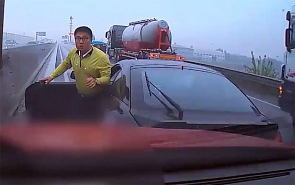 ▲'투스카니 의인' 으로 화제를 모은 한영탁 씨.(출처=유튜브)
