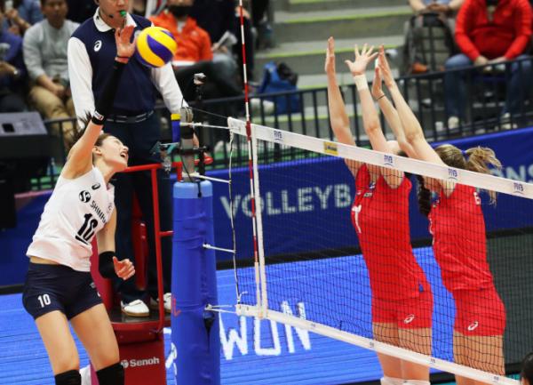 ▲23일 여자배구 대표팀은 수원체육관에서 열린 2018 국제배구연맹(FIVB) 발리볼네이션스리그(VNL) 대회 2주차 6조 2차전에서 러시아를 세트 스코어 3-0으로 완파했다(사진=연합뉴스)