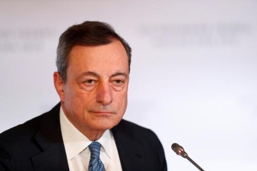 ▲마리오 드라기 유럽중앙은행(ECB) 총재가 14일(현지시간) 라트비아 리가에서 ECB 정례 통화정책회의를 마치고 기자회견을 하고 있다. 리가/로이터연합뉴스