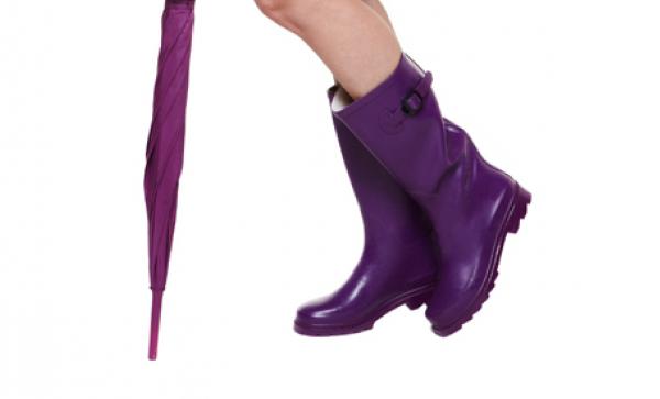 f3ce65c70b6 레인부츠(장화)는 양말이 젖지 않아 장마철에 애용하는 아이템 중 하나인데요. 목이 긴 신발이다 보니 통기성이 떨어지고 냄새가 많이 날  수 있습니다.