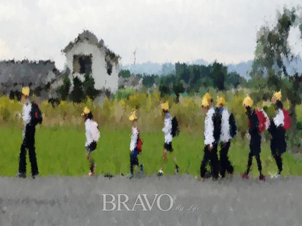▲일본 초등학생의 등교 모습(변용도 동년기자)