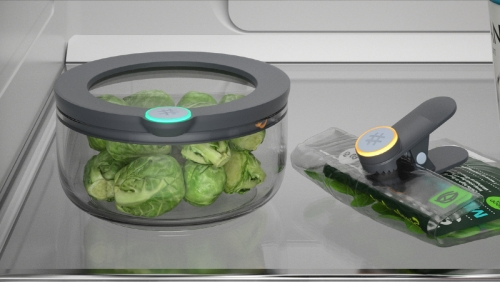 ▲미국 스타트업 오비의 '스마터웨어'. 스마트태그 장치의 표시등이 식품의 신선도를 나타내 음식물 쓰레기를 줄인다. 사진제공=오비