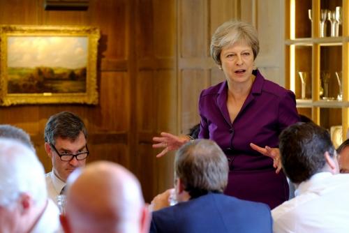 ▲6일(현지시간) 테리사 메이 영국 총리가 영국 버킹엄셔 에일즈버리에 위치한 지방관저에서 브렉시트 관련 내각회의 중 발언하고 있다. 런던/EPA연합뉴스
