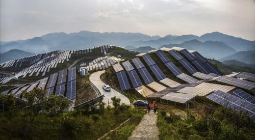 ▲애플이 12일(현지시간) 중국에서 약 3400억 원 규모의 청정에너지 펀드를 조성한다고 발표했다. 사진은 중국 푸젠성 쑹시현에 있는 태양광 발전소. 쑹시/AP뉴시스