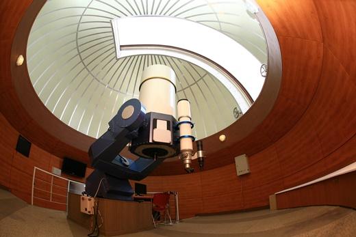 ▲600mm 반사망원경과 152mm 굴절망원경이 설치된 정남진천문과학관 주관측실(사진제공=한국관광공사)