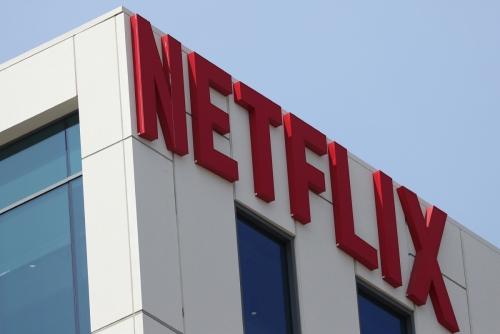 ▲동영상 스트리밍 업체 넷플릭스의 미국 LA 할리우드 건물에 회사 로고가 붙어있다. 할리우드/로이터연합뉴스