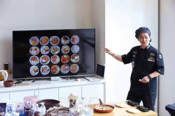 ▲청와대사랑채 한식홍보관에서 외국인 대상 요리 프로그램을 진행하고 있다.(사진 오병돈 프리랜서 obdlife@gmail.com)