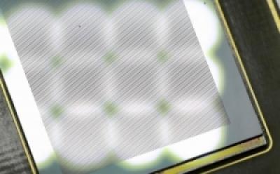 ▲옵토레인의 디지털 PCR 카트리지(22,000 wells) (사진: 옵토레인 제공)