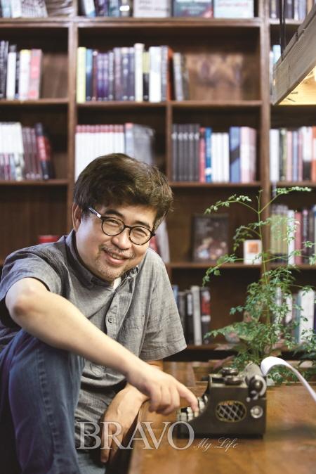 ▲'이토록 고고한 연예'를 펴낸 김탁환 소설가(오병돈 프리랜서 obdlife@gmail.com)