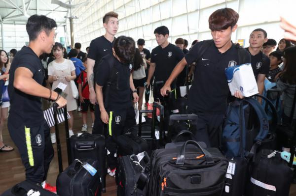▲11일 한국 축구대표팀이 인천공항에서 출국 준비를 하고 있다. (사진=연합뉴스)