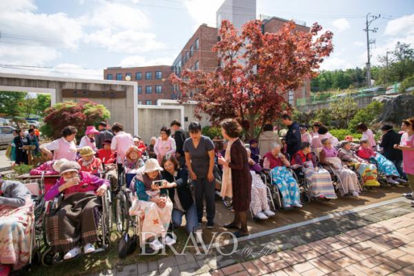▲지난 5월 어버이날 행사 모습. 어버이날은 플로렌스 너싱홈의 가장 중요한 기념일 중 하나다.(플로렌스 너싱홈)