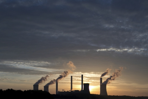 ▲미국 조지아주 줄리엣의 석탄발전소에서 매연이 뿜어져 나오고 있다. 줄리엣/AP연합뉴스