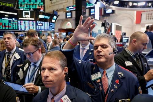 ▲20일(현지시간) 뉴욕증권거래소(NYSE)에서 트레이더들이 업무에 열중하고 있다. 이날 다우지수와 S&P500지수가 역대 최고치를 경신했다. 뉴욕/로이터연합뉴스