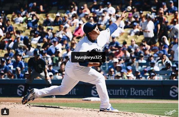 ▲23일(현지시간) 로스앤젤레스(LA) 다저스와 샌디에이고 파드레스와의 미국 프로야구(MLB) 경기에서 류현진 투수가 공을 던지고 있다. 출처 LA 다저스 인스타그램