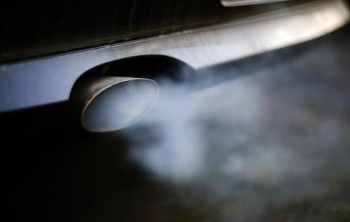 ▲배출가스를 내뿜고 있는 자동차 배기관. DPA연합뉴스