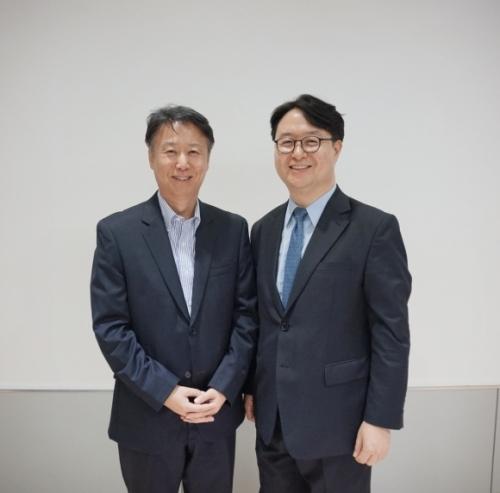 ▲사진 왼쪽부터 김용인 바이옴로직 대표와 김의중 제노포커스 대표