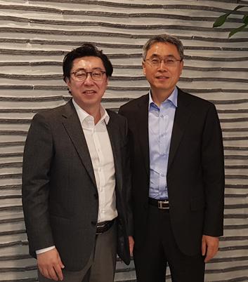 ▲피에이치파마 허호영(왼쪽)·김재식 대표.