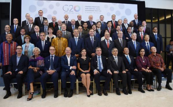 ▲12일 인도네시아 발리에서 열린 G20 재무장관·중앙은행 총재 회의 참석자들이 기념촬영을 하고 있다.(기획재정부)