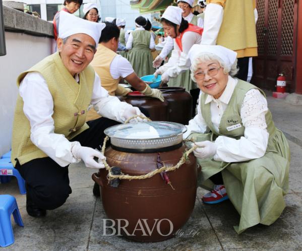 ▲지난해 봄 '종로&장금이' 행사에 참가한 이관 씨.(종로노인종합복지관)