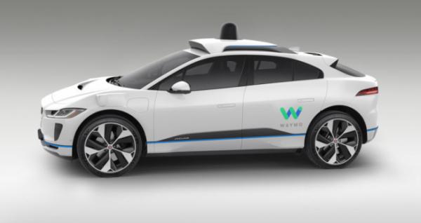 ▲재규어 i-페이스를 바탕으로한 구글의 자율주행차 모습. 구글은 미국 캘리포이나 주정부의 승인을 통해 '보조운전자'조차 없는 이른바 '드라이버리스(Driverless)' 자율주행차 시험운행에 나설 계획이다. (사진제공=구글)
