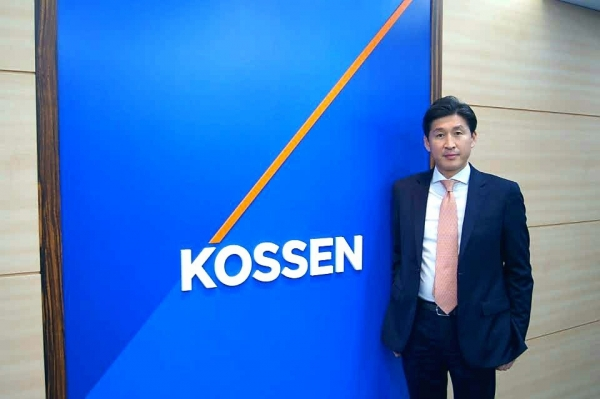 ▲이제원 코센 대표이사가 2일 경기 분당 구미동 본사에서 이투데이와의 인터뷰 후 사진을 찍고 있다.