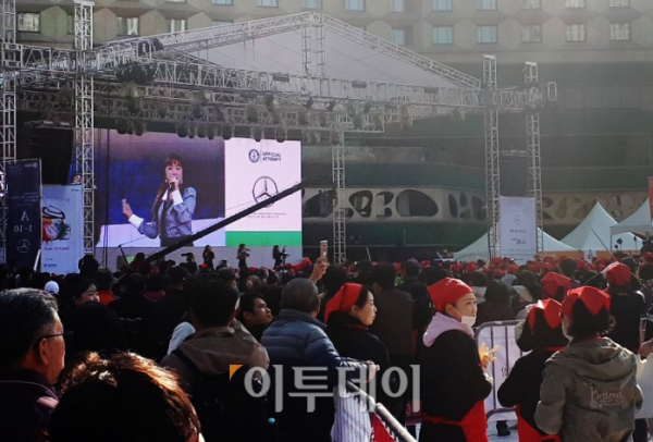 ▲가수 홍진영이 참석해 축하공연을 펼치고 있다. (이재영 기자 ljy0403@)