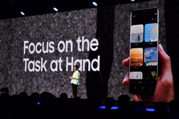 ▲이달 7일(현지시간) 미국 샌프란시스코에서 열린 삼성 개발자 컨퍼런스 2018(SDC 2018) 행사에서 삼성전자 이지원 UX 디자이너가 삼성의 새로운 '원(One) UI'를 소개하고 있다. (사진제공 삼성전자)