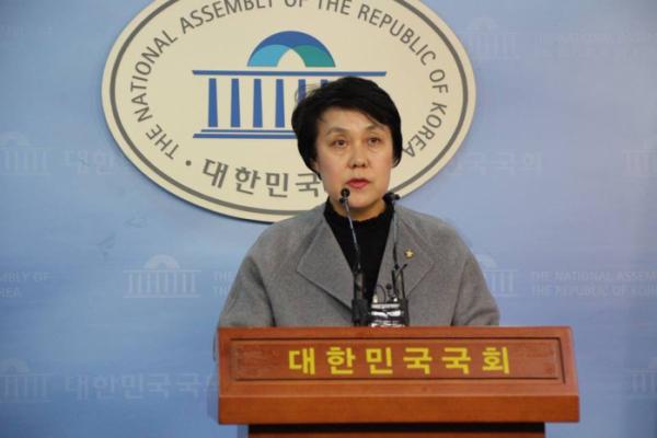 ▲정춘숙 더불어민주당 의원은 지난 2월 21일 여성에 대한 폭력방지와 피해자 보호 지원에 대해 국가의 책임을 명백히 하도록 하는 법안을 발의했다.(사진제공=정춘숙 의원실)
