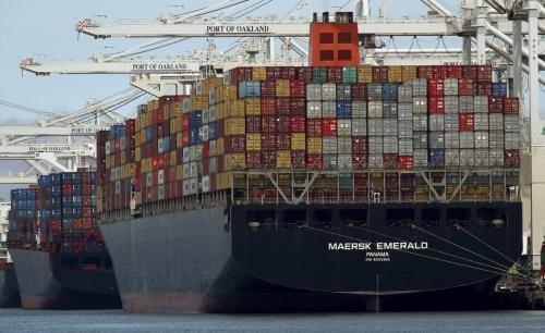 ▲미국 캘리포니아주 오클랜드 항구에 덴마크 머스크 소속 컨테이너선이 입항해 있다. 오클랜드/AP뉴시스
