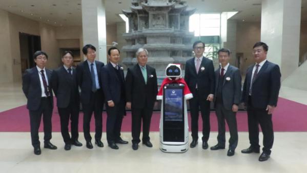 ▲한컴MDS는 서울 국립중앙박물관에서 전시 안내로봇 '큐아이'의 시범서비스 시연행사를 진행했다.  (한컴MDS)