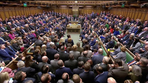 ▲15일(현지시간) 영국 하원 의원들이 정부와 유럽연합(EU)의 EU 탈퇴협정 합의문에 대한 찬반 투표를 마친 후 앉아있다. 런던/로이터연합뉴스