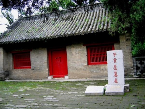 ▲자공여묘처. 공자 사후 시묘(侍墓)살이를 했다는 자공의 움막이 있던 곳.