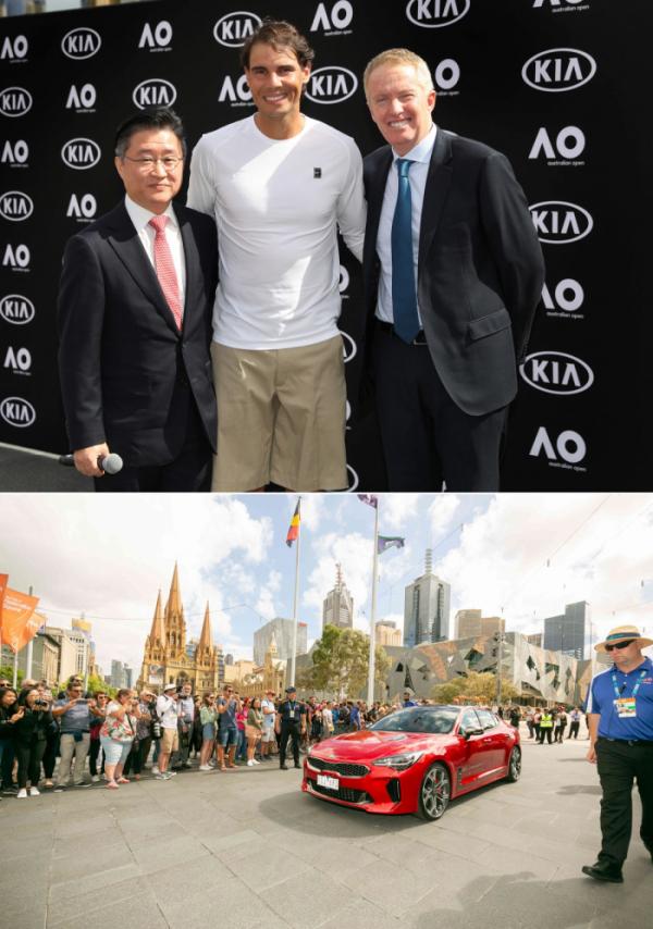 ▲기아차는 9일 호주 빅토리아주에 위치한 멜버른 파크에서 호주 유명 테니스 선수인 토드 우드브릿지(Todd Woodbridge)의 사회로, 기아차 및 호주오픈 관계자, 기아차 글로벌 홍보대사 라파엘 나달(Rafael Nadal) 선수가 참석한 가운데 '2019 호주오픈 대회 공식차량 전달식'을 가졌다. 사진 왼쪽부터 조준수 기아차 호주판매법인장, 기아차 글로벌 홍보대사 라파엘 나달(Rafael Nadal) 선수, 크레이그 타일리(Craig Tiley) 호주오픈 토너먼트 디렉터가 기념 사진을 촬영하고 있다.  (사진제공=기아차)