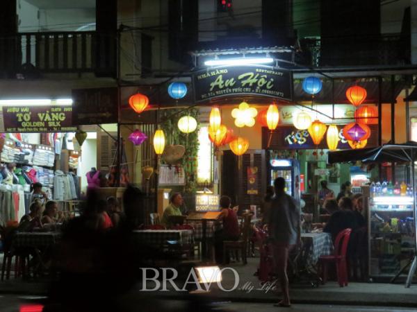 ▲낭만적인 호이안의 밤 풍경(이화자 작가 제공)