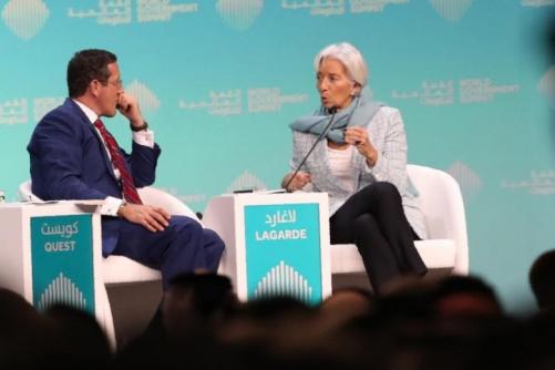 ▲크리스틴 라가르드 국제통화기금(IMF) 총재가 10일(현지시간) 두바이에서 열린 세계정부정상회의에서 인터뷰하고 있다. 두바이/AFP연합뉴스