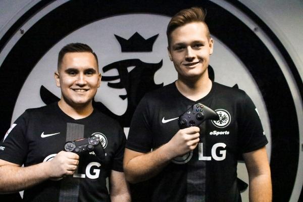▲LG전자가 후원하는 독일 아인트라흐트 프랑크푸르트의 e스포츠팀 선수들이 LG 로고가 새겨진 유니폼을 입고 포즈를 취하고 있다. 사진제공 LG전자