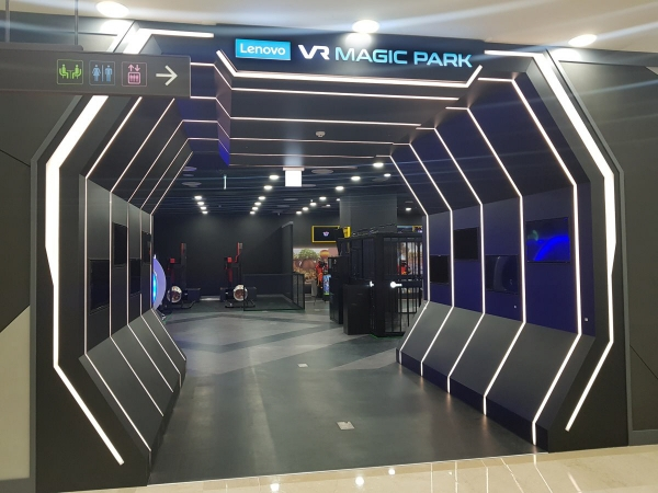 ▲드래곤플라이가 지난달 오픈한 VR e스포츠 특화 테마파크 '레노버 VR 매직 파크' 내부 모습. 사진제공 드래곤플라이