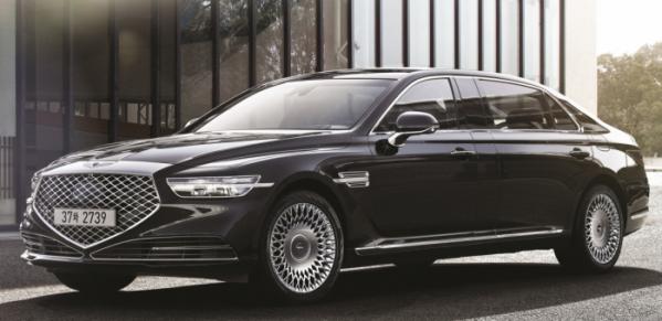 ▲제네시스 최고급 모델 G90(지 나인티)가 차 길이를 29cm 늘린 리무진을 출시했다. 가격은 1억5511만 원이다. (사진제공 제네시스)