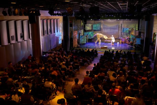 ▲포스코는 23일 포스코센터에서 일반시민 가족들과 함께하는 포스코 키즈 콘서트 '와, 공룡이다!' 를 개최했다.(사진제공=포스코)